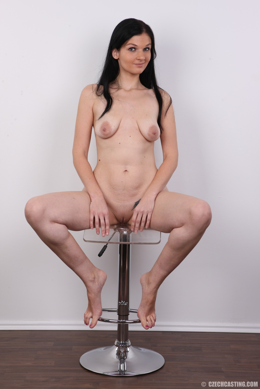 медленно порно кастинг с большой висячей грудью взглядом гэдээровским погранцом