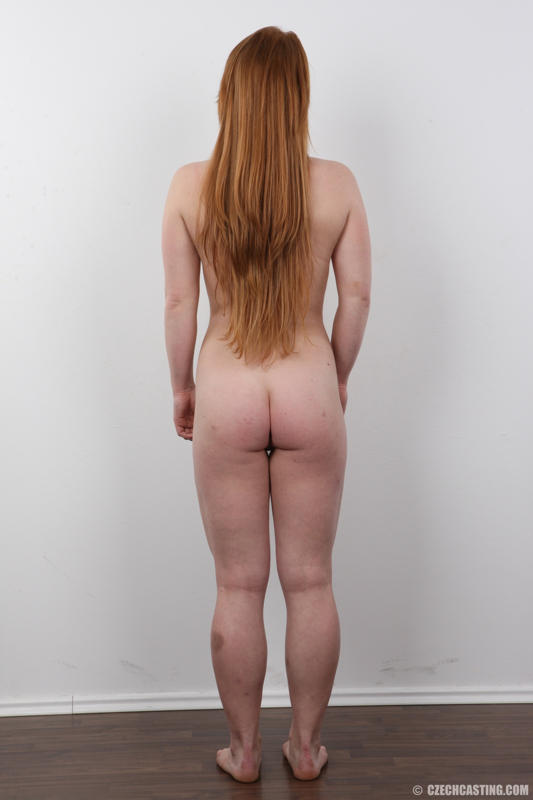 wpid-18-year-old-eliska-casting-photos31.jpg
